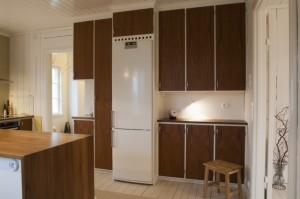 Platsbyggt kök i teakfanér