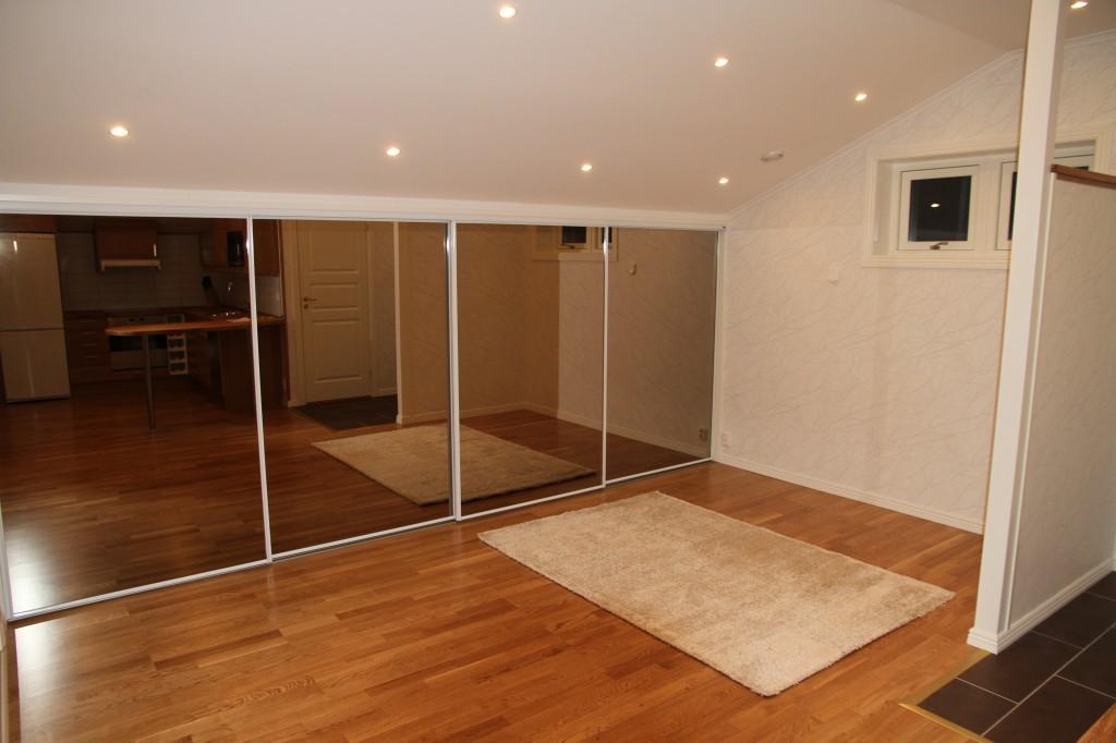 Byggnation av dubbelgarage och lägenhet